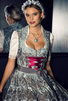 Traumdirndl von Dirndl Liebe. Hochzeitsdirndl, Brautdirndl oder Wiesndirndl zum Verlieben! Mehr unter www.dirndl-liebe.de