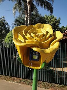 flower art creative phone booth Art Exterior the most creative phone booths Flower Images, Flower Art, Adam Stone, Telephone Booth, Vintage Phones, Outdoor Art, Chalk Art, Mellow Yellow, Public Art