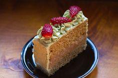 Bolo de chá verde e morango  Green Tea blend Cake with strawberries