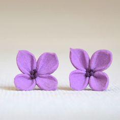 Kvítečky na ouška Tyto originální náušnice - pecky jsou zhotovené z polymerové hmoty Claycraft.