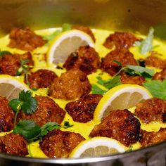 Quinoa meatballs with green curry