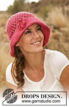 Hæklet DROPS hat med stor skygge og hæklet blomst i Lin eller Belle. Gratis opskrifter fra DROPS Design.