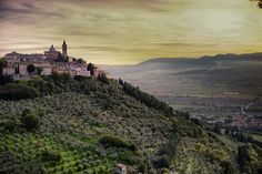 Nature, history, art and big events: a multimedia journey through Umbria and the venues of the International Journalism Festival.