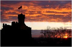 Built at the beginning of the 11th century, Lincoln Castle served as home of the legendary William the Conqueror. Thereafter, starting in 1787, Lincoln Castle was a prison for the Lincolnshire area partially because its layout and build made it impossible for detainees to escape.