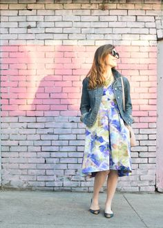 Take your wedding guest dress from wedding to weekend with the perfect maggy london floral dress on art in the find. Click to read the post.  floral dress | style | dresses | wedding guest attire | dress and jean jacket | jean jacket outfits |
