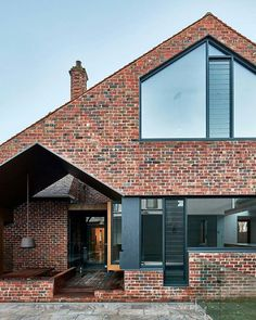 The alterations and additions to Tudor Revival residence designed by of Warc Studio was a pleasure project for the… Modern Brick House, Brick House Designs, Best Modern House Design, Brick Design, Facade Design, Exterior Design, Brick Houses, Brick Facade, Facade House