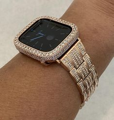 Apple Watch Bands Gold, Custom Apple Watch Bands, Rose Gold Apple Watch, Gold Watch, Apple Watch Fashion, Apple Watch Accessories, Lab Diamonds, Fashion Watches, Bling
