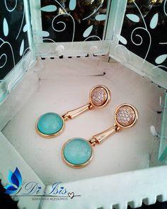 Brincos com Ágatas Azul Céu, banhados a Ouro 18k. Detalhes em Zirconias - www.diisis.com.br  #diisisjoias #semijoias #semijoiasdeluxo #joias #zirconias #atacado #joiasfolheadas #fashionjewerly #jewerly #stones #pedrasnaturais #joiasfinas #grife #pedrasnaturais #glamour #wedding #luxo #estilo #womanstyle #brasil #concept