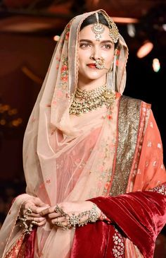 image Indian Bridal, Indian Wedding Jewellery, Wedding Jewelry, Bridal Jewellery, Indian Weddings, Indian Jewelry, Bridal Dresses, Bollywood Fashion, Bollywood Style