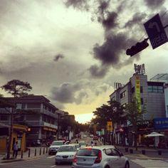 .@hbi0205 | #해질녘 #삼청동 #거리 나는 가도가도 참 좋더라 .. | Webstagram