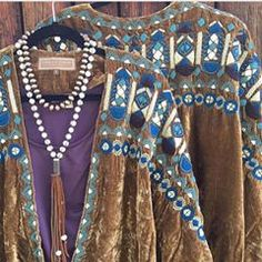 Velvet + heavy hand embroidery = head turning fashion. This STUNNING shrug is one of the statement fashion pieces currently available on our SALE page. Link in bio. • • • • • #westernfashion #westernchic #rodeofashion #rodeochic #vintagewestern #sprinfashion #ranching #ranchrodeo #horseshowfashion #nrcha #ncha #nrha #aqha #apha #prca #theamerican #embroidery #ootd #steamboatsprings #wearwoolies