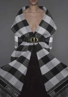 A standard of British culture dear to Monsieur Dior, the tartan pattern brings character to a range of pieces from the new Autumn-Winter 2019-2020 collection.