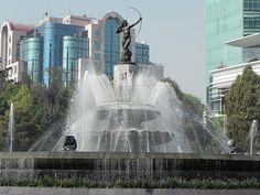 Diana Cazadora, Ciudad de México DF Luis vazquez #mexicocity   Tour By Mexico - Google+ Aztec Art, México City, World Pictures, Beautiful Places, Amazing Places, Sculpture Art, The Good Place, Fountain, Tours