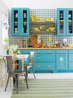 Prendre le parti d'une seule couleur : une cuisine toute en bleu