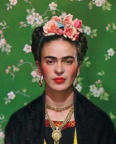 late 50's style - peach colored roses worn like a beautiful natural crown... Frida Kahlo - Photo by Nickolas Muray