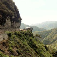 This #house is literary #ontheedge - #dangerfalling #philippines #banaue #backpacking #hiking #travel #lovemountains