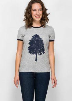 Ein etwas anderer Lebensbaum. Nämlich deiner. Biobaumwolle und Faire Arbeitsbedingungen gehören bei uns selbstverständlich dazu. Fair Trade, Green, Tops, Fashion, Cotton, Moda, Fashion Styles, Fashion Illustrations