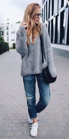 Oversized Sweater, Boyfriend Jeans and Sneakers