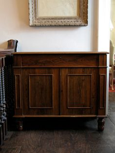 A fine quality and with a lovely colour, early 19th century English buffet / cabinet.