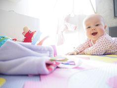 Tedy jestli je pro ženu porod stresující, tak co máme říkat my muži. V zásadě to nemůžete udělat dobře, páč ať už řeknete a uděláte ... Toddler Bed, Blog, Furniture, Home Decor, Child Bed, Interior Design, Home Interior Design, Arredamento, Home Decoration