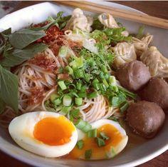 ก๋วยเตี๋ยว noodle, thai style Thai Recipes, Asian Recipes, Yummy Thai, Authentic Thai Food, Thai Dishes, Beef And Noodles, Thai Style, Food Court, Asian Foods