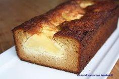 Cake van amandelmeel met honing en appel. Met een (extra) tl kaneel door het beslag.