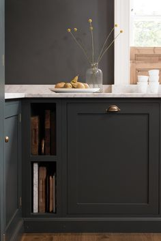 Loving the simplicity of this dark dark grey kitchen. Mixing metals and keeping it simple works perfectly. We love Benjamin Moore's Midnight dream for this look. images via DeVol Kitchens Kitchen Cabinet Colors, New Kitchen Cabinets, Kitchen Storage, Dark Cabinets, Kitchen Styling, Kitchen Organization, Cutting Board Storage, Cutting Boards, Chopping Boards