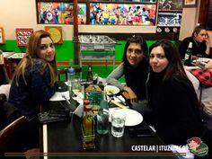 Noche previa al feriado, Martes por la noche disfrutando en Lo de Carlitos!