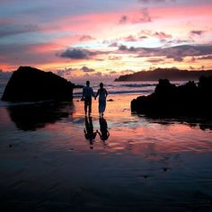 The #color of that #sunset is stunning! #crexperts #costarica #beach