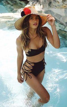 Der beste Bikini-Look von Rocky Barnes Guita Moda Sexy Bikini, The Bikini, Bikini Babes, Mädchen In Bikinis, Summer Bikinis, Bikini Swimwear, Cute Swimsuits, Women Swimsuits, Motard Sexy