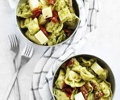 Tortellinisalade met avocado-pesto dressing