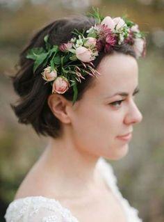 stylish short wedding hairstyles with flower crown. Wedding Hair Flowers, Bridal Flowers, Flowers In Hair, Fresh Flowers, Flower Hair, Wedding Veils, Rock Flowers, Diy Flower, Wedding Dresses
