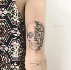 Pretty black tattoo art of Skull and Flowers motive done by tattoo artist Kristie Yuka from Brazil Skull Tattoos, New Tattoos, Sleeve Tattoos, Piercing Tattoo, I Tattoo, Piercings, Flower Skull, Makeup Obsession, Skin Art