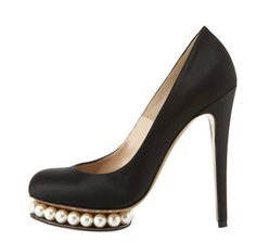 #giantvintage and #spring  black pumps with pearls, spring dinner party shoes