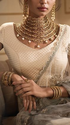 Modern gold jewelry - Azva modern gold jewellery for indian weddings Goldjewellery luxury style luxurydesignerhandbags – Modern gold jewelry Real Gold Jewelry, Luxury Jewelry, Glass Jewelry, Indian Wedding Jewelry, Indian Weddings, Indian Jewelry Sets, Pinterest Jewelry, Fashion Jewelry, Women Jewelry