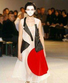 Comme des Garçons Fashion Show, Spring/Summer 2007 tag: Rei Kawakubo Anti Fashion, Fashion Line, Fashion Brand, High Fashion, Fashion Show, Fashion Design, Rei Kawakubo, Looks Rockabilly, Spring Summer