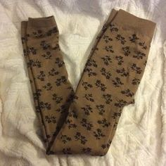 I just added this to my closet on Poshmark: Brown flower fleece leggings. Price: $7 Size: 0X