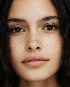 Fake Freckles Is A Beauty Trend.Freckles have become the must-have beauty look nowdays.what about those who weren't born with freckles?Jealous of all your friends with freckles? Beauty Make-up, Natural Beauty Tips, Beauty Care, Beauty Hacks, Hair Beauty, Beauty Skin, Beauty Guide, Beauty Ideas, Beauty Essentials