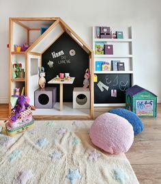 Lorena Canals é uma marca espanhola que se dedica, desde 1990, ao design, produção e comercialização de tapetes para crianças. #Lorenacanals #lorenacanalsrugs #Quartodecriança #Quartodebebê #Decoraçãoinfantil #Bebês #Crianças #Mimootoysdolls Foto: Sidney Doll  Produção: Mix Conteúdo para Mimoo Toys´n Dolls