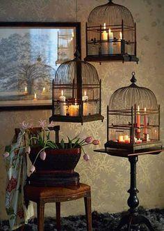 Decoración con jaulas de pájaros. Prefiero que las jaulas tengan velas....