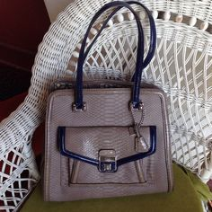 "Selling this ""A beautiful Guess Bag"" in my Poshmark closet! My username is: barrantes. #shopmycloset #poshmark #fashion #shopping #style #forsale #Guess #Handbags"