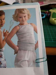 Débardeur fille jersey décalqué en 134 cm (correspond à du 8 ans)  existe du 104 au 146 cm Ottobre spring 1/2013