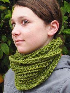 Free Emerald Isle Cowl Knitting Pattern  www.naturalsuburbia.com