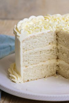 This White Wedding Cake recipe turns out perfect every time. Great easy option for making your own wedding cake. This White Wedding Cake recipe turns out perfect every time. Great easy option for making your own wedding cake. Almond Wedding Cakes, White Wedding Cakes, Cool Wedding Cakes, Almond Cakes, Party Wedding, Light Wedding, Wedding Ceremony, Wedding White, White Wedding Cake Recipe With Cake Mix