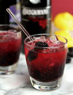The Blackberry Bramble Cocktail is a great summer beverage with gin, blackberries and lemon juice. A great switch from a gin and tonic; Fruity Mixed Drinks, Refreshing Drinks, Summer Drinks, Cocktail Drinks, Fun Drinks, Cocktail Recipes, Alcoholic Drinks, Lemon Cocktails, Beverages
