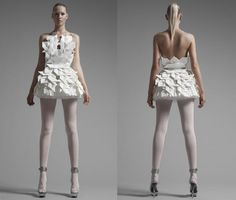 """Sandra Backlund SS 2010 Collection Origami adapted from the word """"ori"""" that means folding and """"kami"""" that means paper. This traditional J. Paper Fashion, Fashion Art, Fashion Design, Origami Fashion, Issey Miyake, Moda Origami, Mode Bizarre, Sandra Backlund, Textiles"""