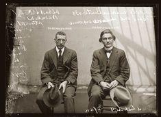 Tous ces portraits de criminels et de délinquents ont été prises dans les années 1920 par un photographe dans les cellules du poste de police de Sydney en Australie. Le policier-photographe qui les a pris dans les années 20 devait avoir un grand sens artistique, même en ignorant le contexte chaque photo est superbe et le …