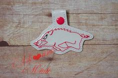 Outline Razorback, Arkansas Hogs Key fob, ring, chain - pinned by pin4etsy.com Soap Carving, Sports Mom, Barbed Wire, Sculpture Clay, Handmade Jewelry, Handmade Gifts, Vintage Home Decor, Awesome Stuff, Customized Gifts