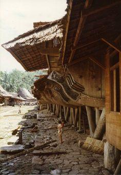 1980: Nias, village near Bawamataluo