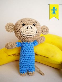 Crocheted by AmigurumisFanClub!!! Free pattern: http://planetaypunto.blogspot.com.es/2014/05/amigurumi-crochet-patron-mono-miko-puntos.html